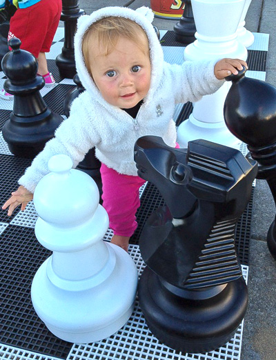 kids-giant-chess