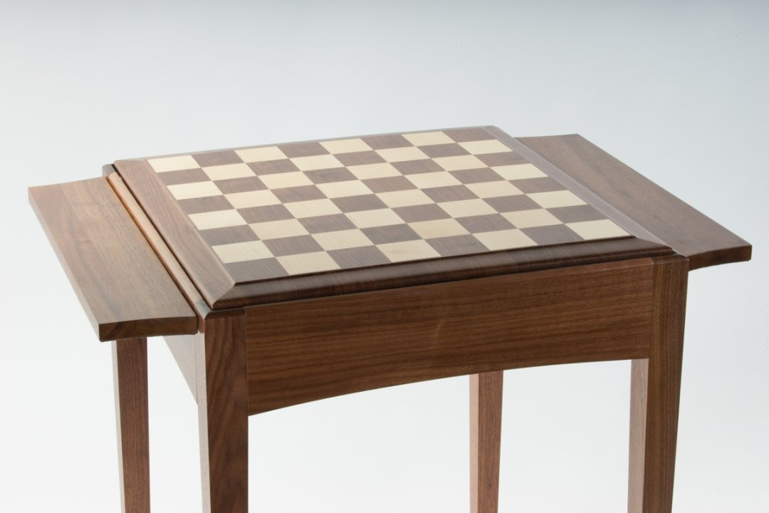 Personalize the chess table with a Queen Anne wooden board
