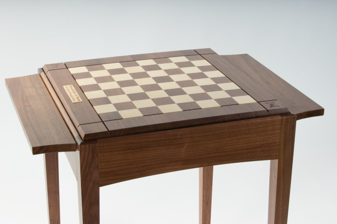 Personalize the chess table
