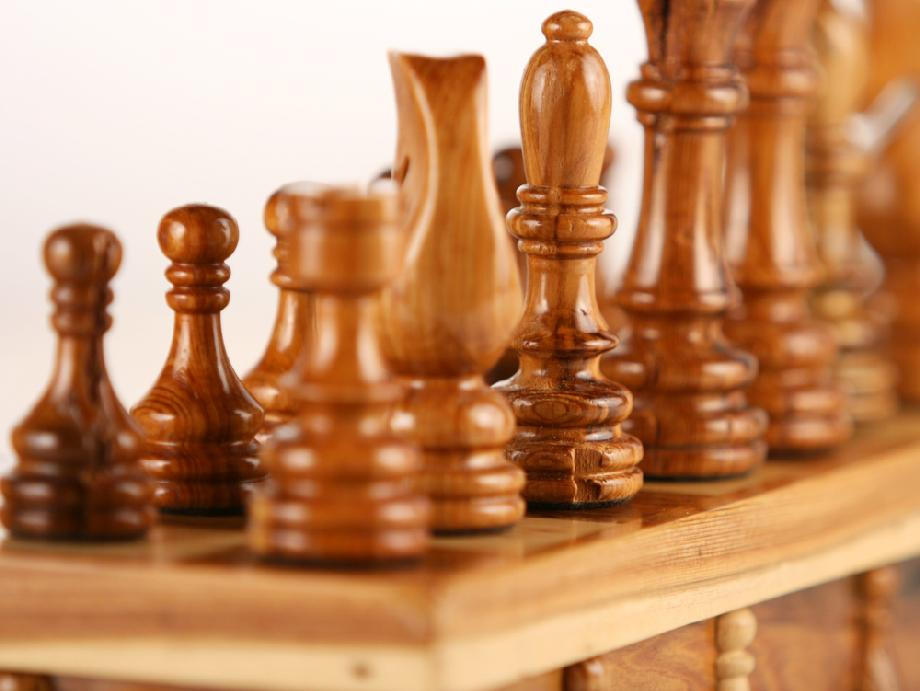 Senator Tree Chess Set